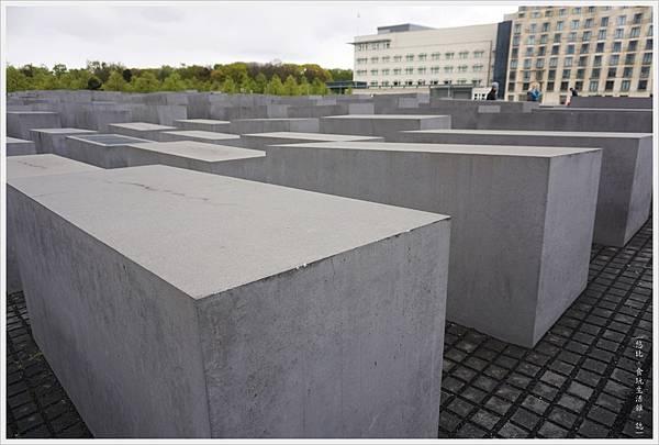 歐洲被害猶太人紀念碑-5.JPG
