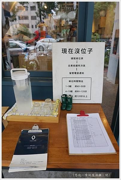 Hoyo-等待區.JPG