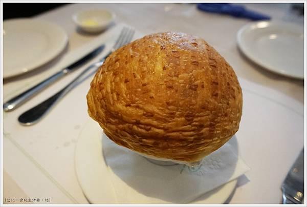雅室牛排-招牌酥皮蘑菇湯-1.JPG