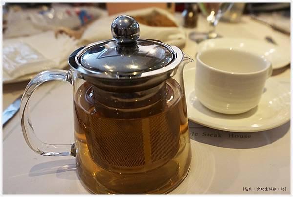 雅室牛排-繽紛莓果茶-1.JPG