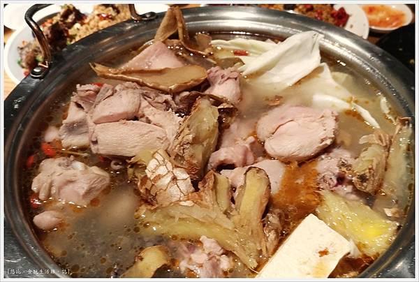 品八方-純黑麻油土雞鍋-1.jpg