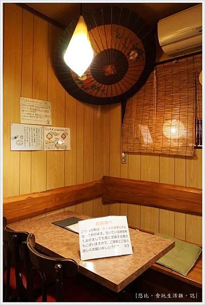 月光-店內座位-1.JPG