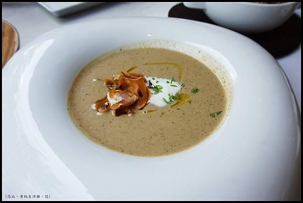 席樂法式料理-經典松露奶油蘑菇湯-1.JPG