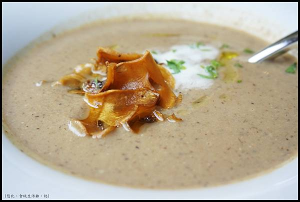 席樂法式料理-經典松露奶油蘑菇湯-3.JPG