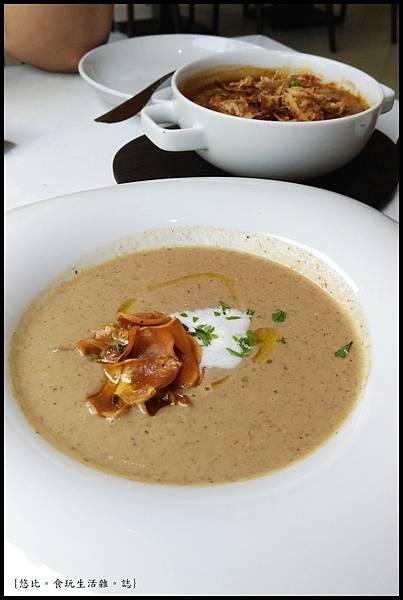 席樂法式料理-經典松露奶油蘑菇湯-4.jpg