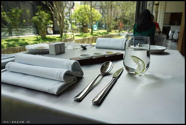席樂法式料理-餐桌-3.JPG