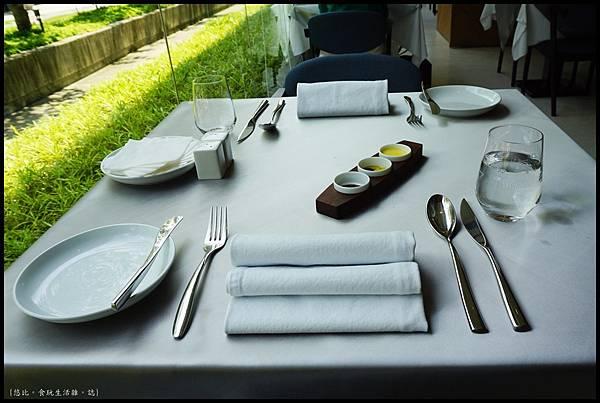 席樂法式料理-餐桌-2.JPG