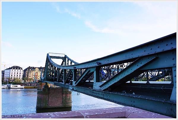 法蘭克福-鐵橋-3.JPG