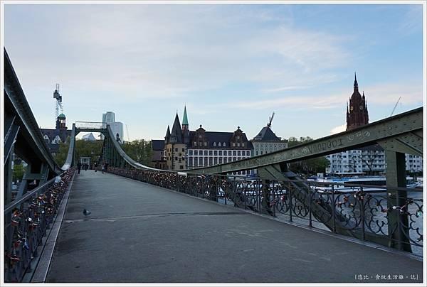 法蘭克福-鐵橋-13.JPG