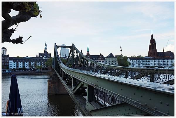 法蘭克福-鐵橋-18.JPG