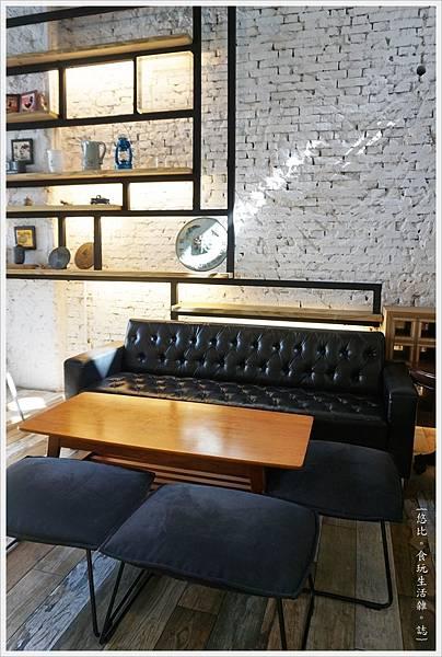 隔壁咖啡-一樓-11.JPG