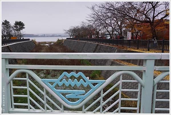 河口湖散策-11-護欄.JPG