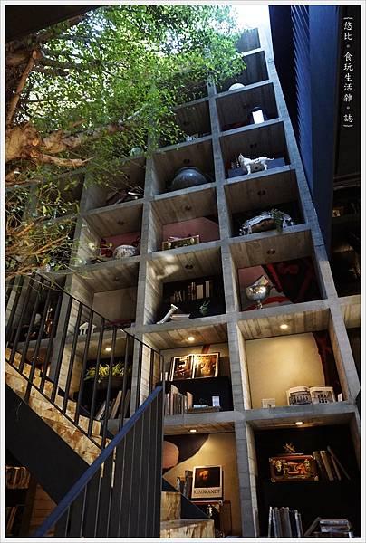 樂樂書屋-6-階梯書櫃.JPG