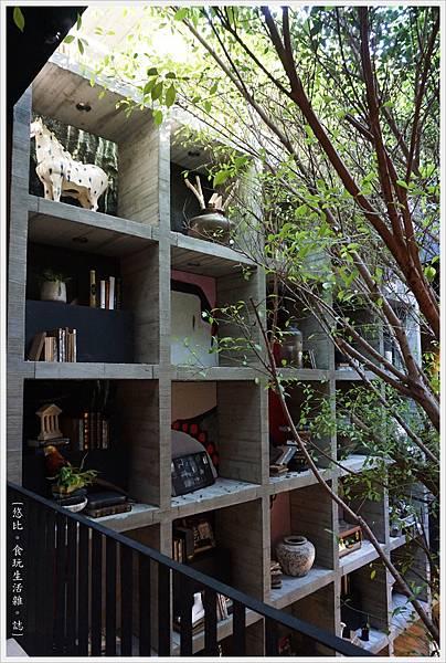 樂樂書屋-8-2F書櫃.JPG