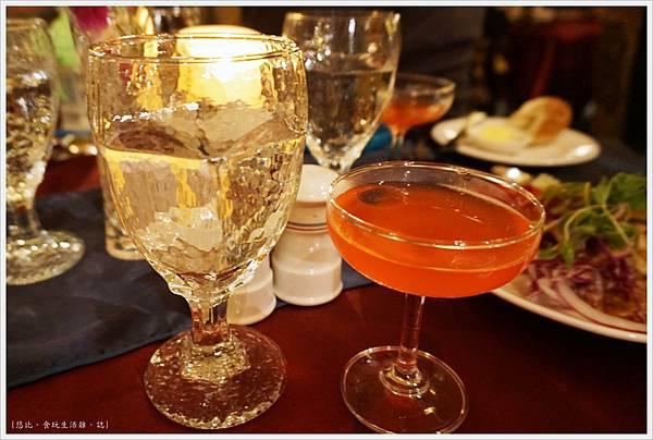 沾美西餐廳-2-餐前酒.JPG