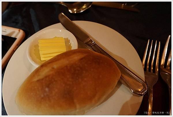 沾美西餐廳-3-餐包.JPG