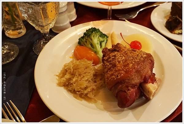 沾美西餐廳-23-德國豬腳.JPG