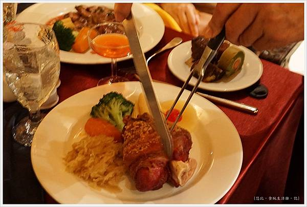 沾美西餐廳-24-德國豬腳.JPG