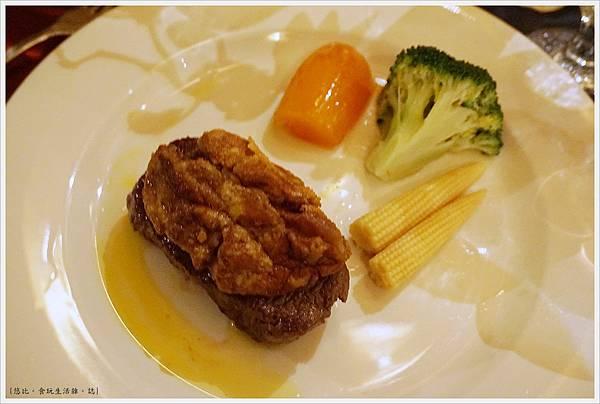 沾美西餐廳-27-鵝肝醬紐西蘭牛排.JPG
