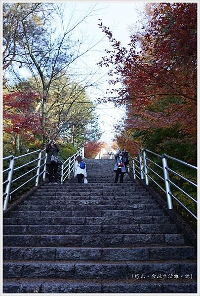 新倉山淺間公園-23-階梯.JPG