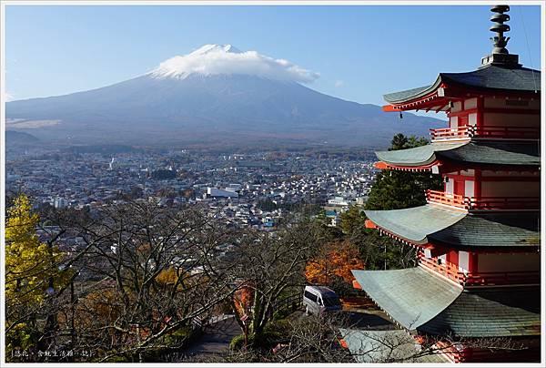 新倉山淺間公園-38-忠靈塔富士山.JPG
