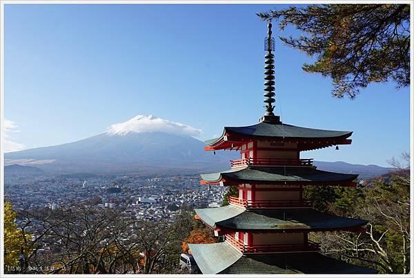 新倉山淺間公園-39-忠靈塔富士山.JPG