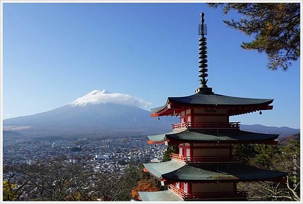 新倉山淺間公園-44-忠靈塔富士山.JPG