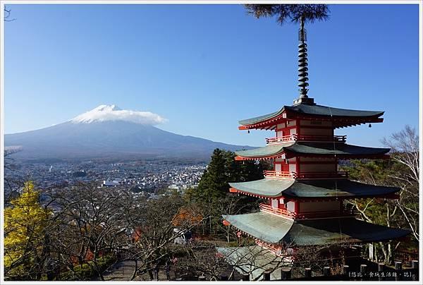 新倉山淺間公園-50-忠靈塔富士山.JPG