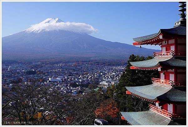 新倉山淺間公園-51-忠靈塔富士山.JPG