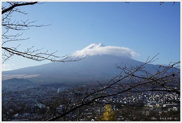 新倉山淺間公園-53-忠靈塔富士山.JPG