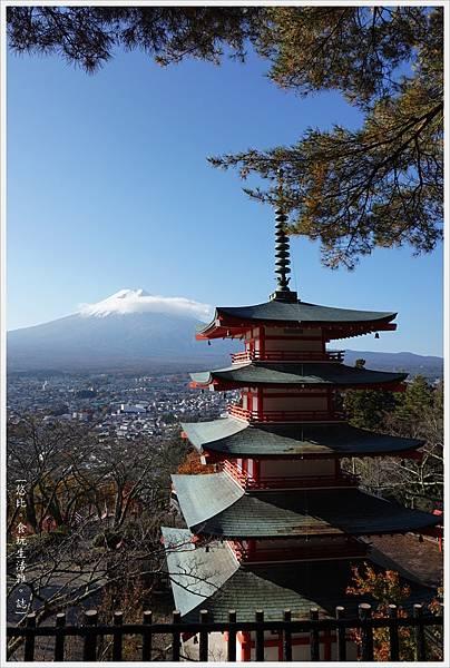新倉山淺間公園-56-忠靈塔富士山.JPG