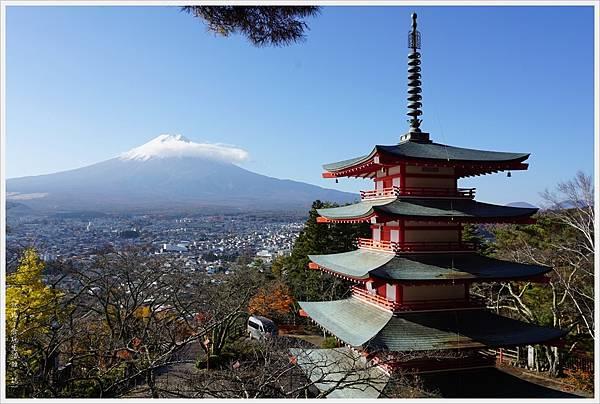 新倉山淺間公園-62-忠靈塔富士山.JPG