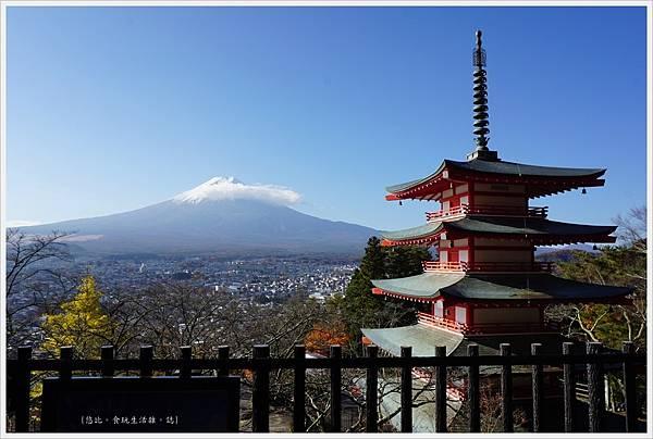 新倉山淺間公園-63-忠靈塔富士山.JPG