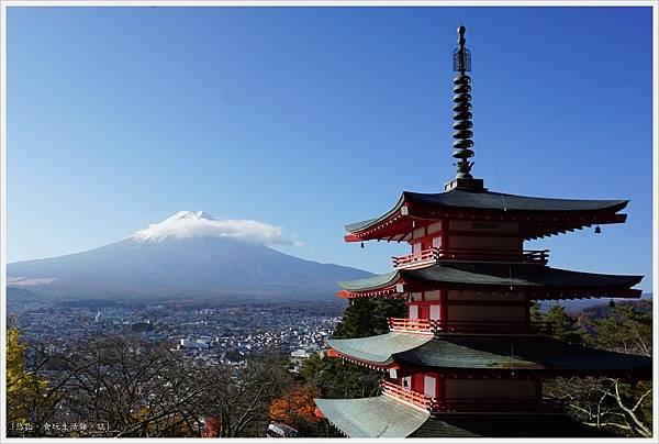 新倉山淺間公園-64-忠靈塔富士山.JPG