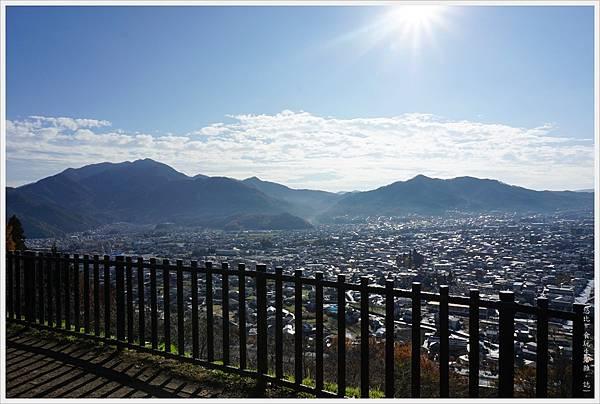 新倉山淺間公園-66-忠靈塔.JPG