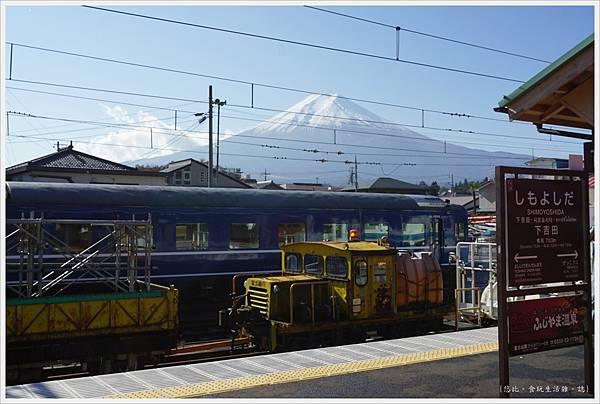 下吉田-48-車站月台富士山.JPG