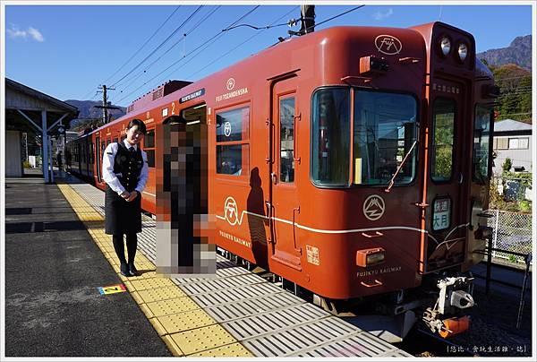富士登山電車-2-三卡.JPG