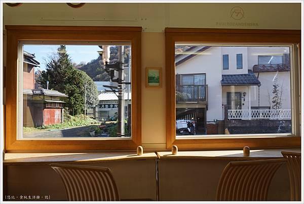 富士登山電車-3-窗外.JPG
