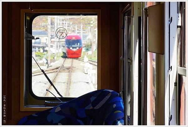 富士登山電車-9-窗外.JPG