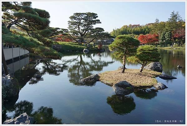 昭和紀念公園-54-日本庭園-龜島.JPG