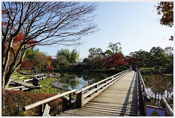 昭和紀念公園-56-日本庭園-木橋.JPG