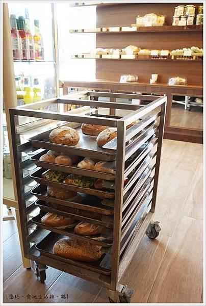 Fatty's崇德店-6-2-麵包區.JPG