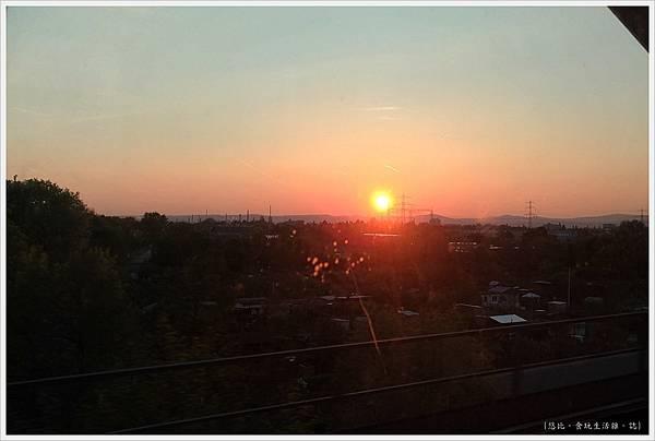 火車-3-夕陽.jpg