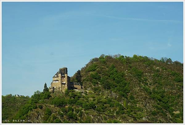 火車-回法蘭克福-1-萊茵岩城堡.JPG