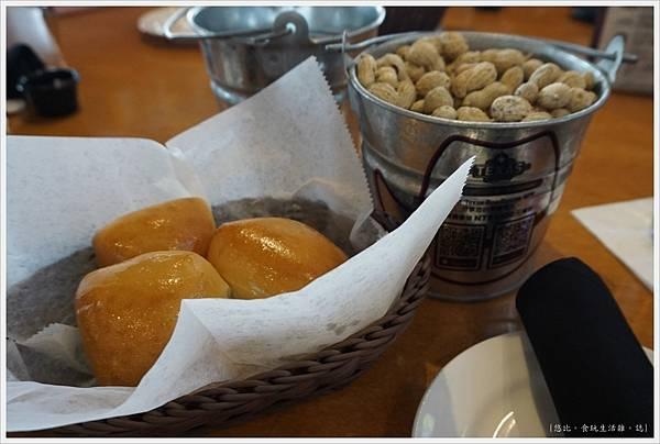 德州鮮切牛排-28-麵包.JPG