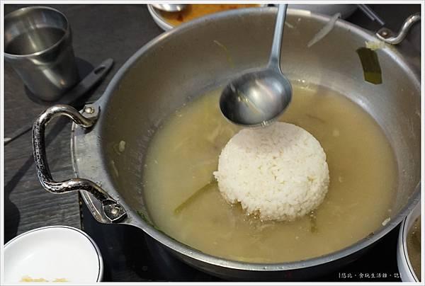 孔陵一隻雞-33-煮粥.JPG