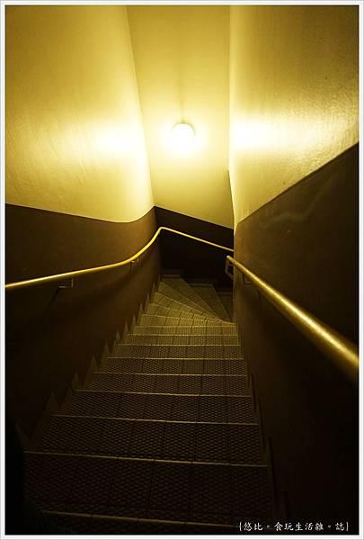 baseler eck-4-階梯.JPG