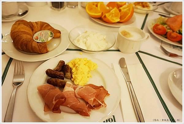 Hotel Monopol莫諾普爾酒店-早餐-1.JPG