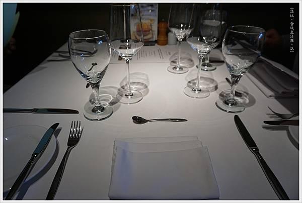 法三小館-1-餐桌.JPG
