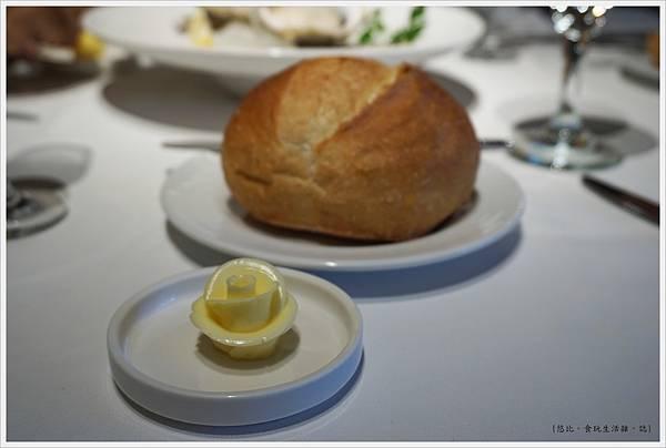 法三小館-16-法國球麵包.JPG